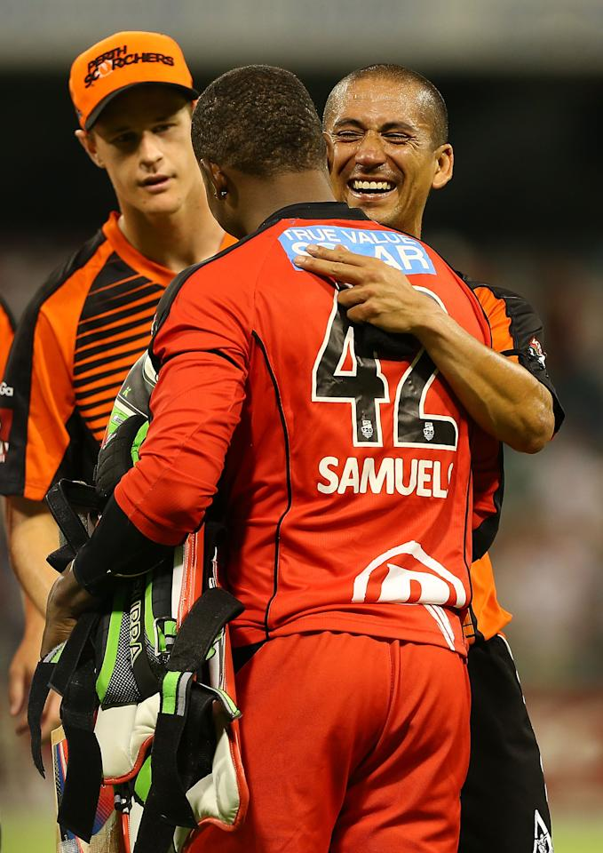 PERTH, AUSTRALIA - DECEMBER 29:  Alfonso Thomas of the Scorchers and Marion Samuels of the Renegades exchange pleasantries after the Big Bash League match between the Perth Scorchers and the Melbourne Renegads at WACA on December 29, 2012 in Perth, Australia.  (Photo by Paul Kane/Getty Images)