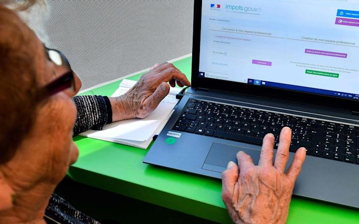 The results showed internet access could be used to reduce loneliness for older people - Geoges Gobet/AFP/Getty Images