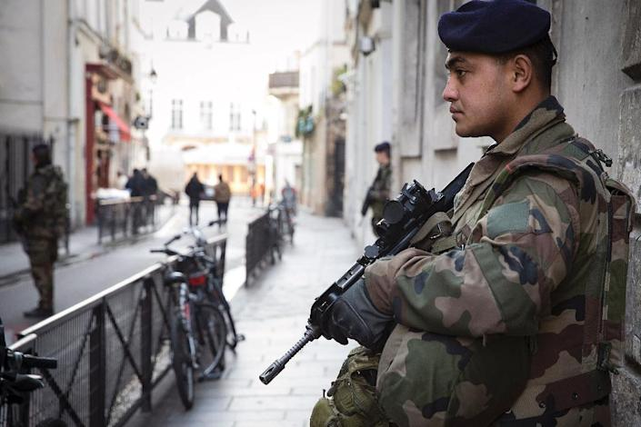 French soldiers stand guard outside a Jewish school in Paris, on February 13, 2015 (AFP Photo/Joel Saget)