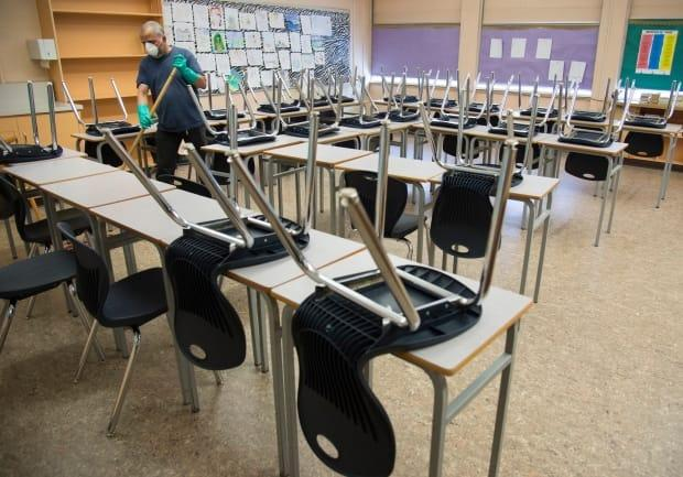 Ontario's elementary teachers' union has come out in favour of mandatory vaccination of school staff against COVID-19. (Jonathon Hayward/The Canadian Press - image credit)