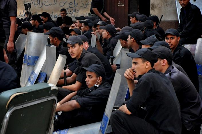 Egyptians security forces standby at the al-Fatah mosque, after hundreds of Muslim Brotherhood supporters barricaded themselves inside the mosque overnight, following a day of fierce street battles that left scores of people dead, near Ramses Square in downtown Cairo, Egypt, Saturday, Aug. 17, 2013. Authorities say police in Cairo are negotiating with people barricaded in a mosque and promising them safe passage if they leave. Muslim Brotherhood supporters of Egypt's ousted Islamist president are vowing to defy a state of emergency with new protests today, adding to the tension. (AP Photo/Hussein Tallal)