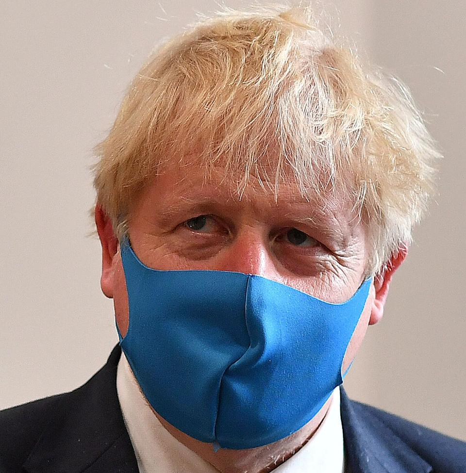 Boris Johnson, wearing a face mask, visits the headquarters of the London Ambulance Service NHS Trust in London (Photo: ASSOCIATED PRESS)