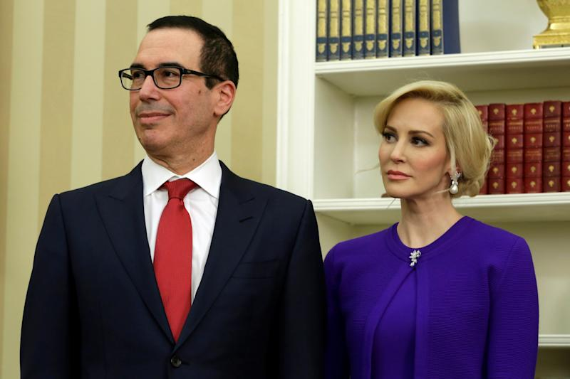 <strong>Steve Mnuchin and his wife, Louise Linton.</strong> (Yuri Gripas / Reuters)