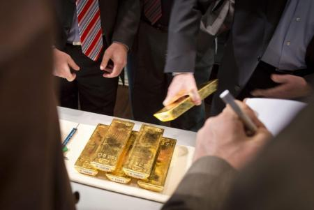 Gold prices showed mild increases Tuesday morning in Asia.