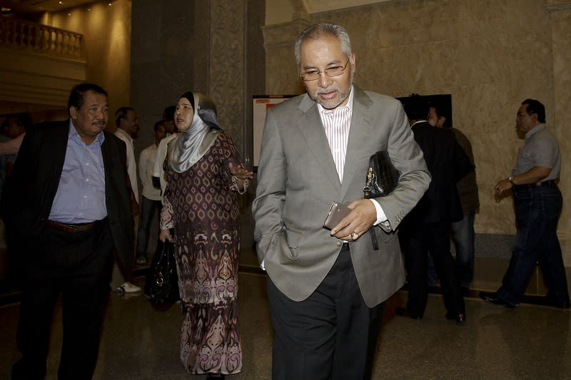Former Selangor mentri besar Dr Mohamad Khir Toyo arrives at the Federal Court in Putrajaya in this file picture taken on September 29, 2015. — Picture by Yusof Mat Isa