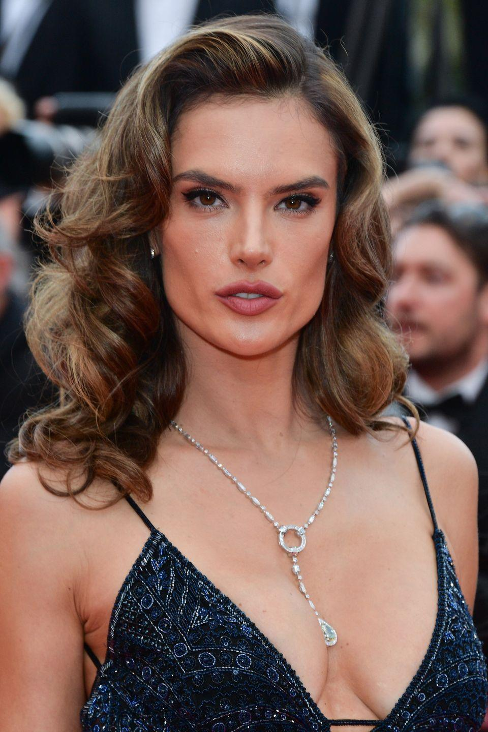 <p>Alessandra Ambrosio's retro Hollywood waves – best created using a wide-barelled curling wand – are a timeless ticket to looking glamorous.</p>