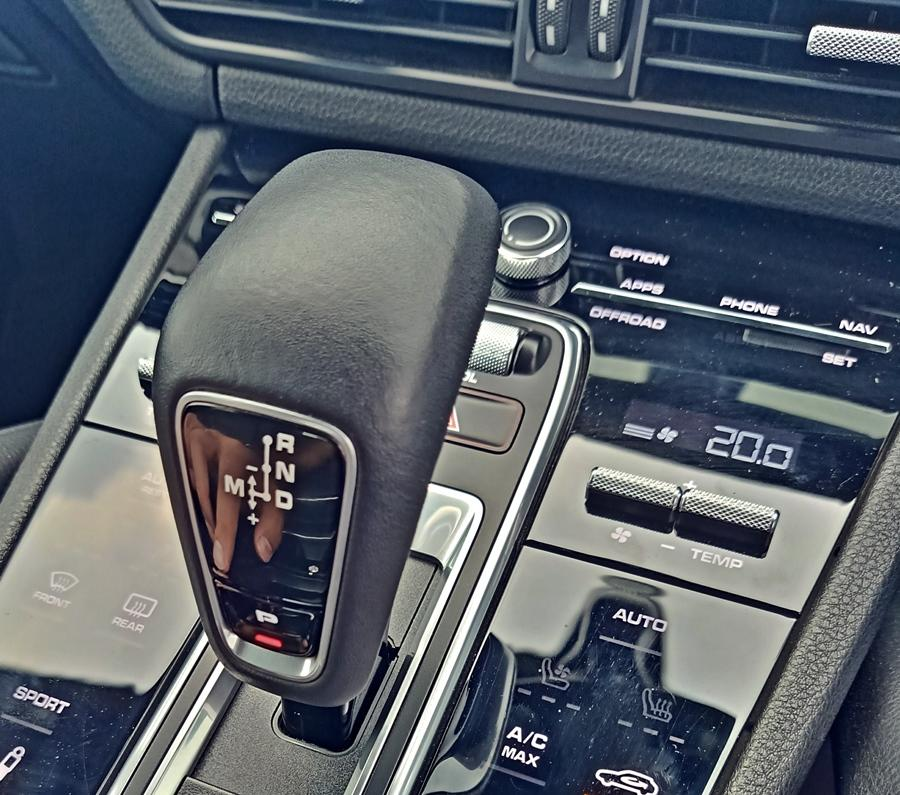 The credit for the performance also goes to the 8-speed Tiptronic S automatic gearbox. It is incredibly smooth and fast when you want it to be. In traffic, the gearbox and power train are calm and smooth, while on highways you can turn up the volume too!