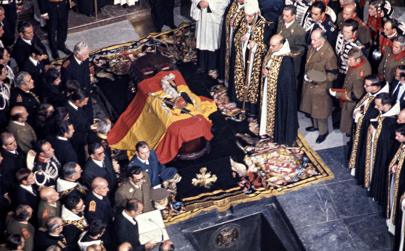 La exhumación de Franco ha hecho que en el último año sus seguidores y defensores salgan a la luz para alabar las bondades de un régimen que los datos y los hechos tiran por tierra. (Foto: Europa Press News/Europa Press via Getty Images)