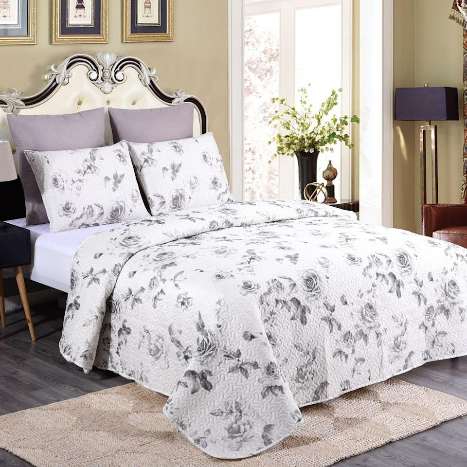 """<p><strong>Lush Decor</strong></p><p>walmart.com</p><p><strong>$31.99</strong></p><p><a href=""""https://go.redirectingat.com?id=74968X1596630&url=https%3A%2F%2Fwww.walmart.com%2Fip%2F909550257&sref=https%3A%2F%2Fwww.housebeautiful.com%2Fshopping%2Fg36067575%2Fwalmart-shopping%2F"""" rel=""""nofollow noopener"""" target=""""_blank"""" data-ylk=""""slk:Shop Now"""" class=""""link rapid-noclick-resp"""">Shop Now</a></p><p>For those who want more muted florals, this bedding set will provide the perfect amount of weight and comfort for those cool spring evenings.</p>"""