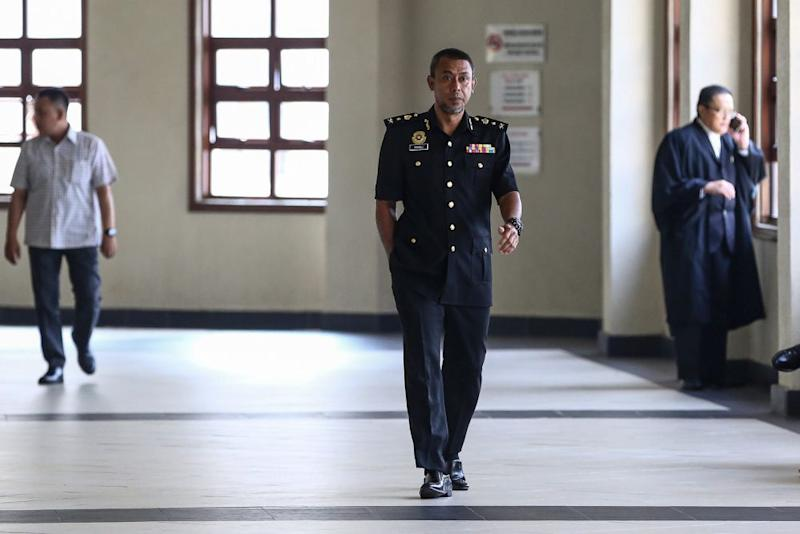 Malaysian Anti-Corruption Commission investigating officer Senior Assistant Commissioner Rosli Hussain is pictured at the Kuala Lumpur High Court August 20, 2019. — Picture by Yusof Mat Isa