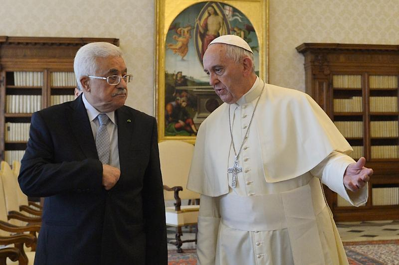Pope Francis (right) speaks with Palestinian leader Mahmud Abbas (L) during a private audience at the Vatican, on May 16, 2015