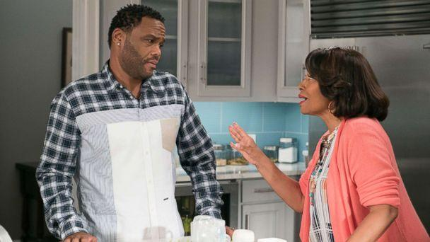 PHOTO: Anthony Anderson and Jennifer Lewis in a scene 'Black-ish.' (Eric McCandless/ABC)