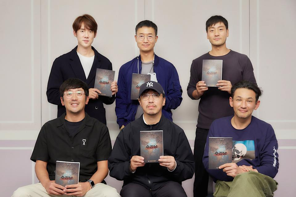 Director Yoon Jong-bin (front, centre) with the cast of Suriname (working title): (clockwise from top left) Yoo Yeon-seok, Jo Woo-jin, Park Hae-soo, Hwang Jung-min and Ha Jung-woo. (Photo: Netlfix)