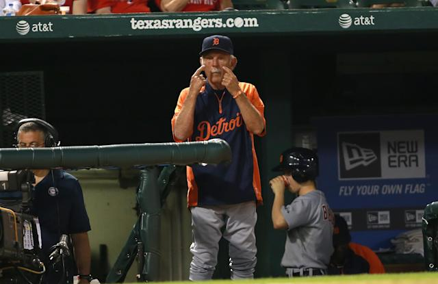 ARLINGTON, TX - MAY 19: Jim Leyland #10 manager of the Detroit Tigers signals to the batter during the game against the Texas Rangers at Rangers Ballpark in Arlington on May 19, 2013 in Arlington, Texas. (Photo by Rick Yeatts/Getty Images)