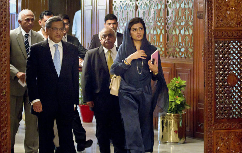 Indian Foreign Minister S.M. Krishna, left, and his Pakistani counterpart Hina Rabbani Khar, right, arrive for a meeting in Islamabad, Pakistan on Saturday, Sept. 8, 2012. Krishna arrive in Pakistan for talks, the latest sign of a thaw in relations between two countries that have fought three major wars against each other. (AP Photo/Anjum Naveed)