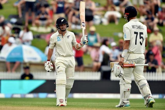 BJ Watling (L) held the innings together as New Zealand recovered to reach 375 in their first innings in Hamilton (AFP Photo/Peter PARKS)