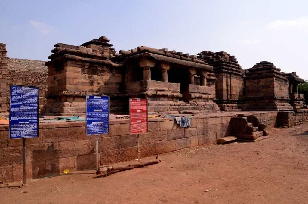 <p>Look around any corner of Aihole and you see temples everywhere. The Thryambakeshwara complex occupies a bustling neighbourhood and you see some homes around here. The twin temple was probably built much later in the 12th century.</p>
