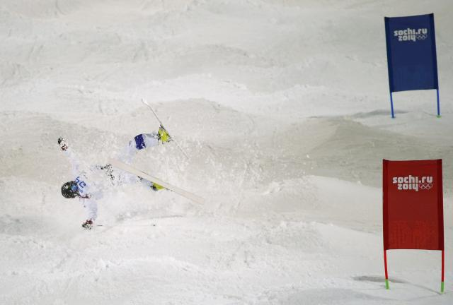 Finland's Jussi Penttala crashes during the men's freestyle skiing moguls qualification round at the 2014 Sochi Winter Olympic Games in Rosa Khutor February 10, 2014. REUTERS/Mike Blake (RUSSIA - Tags: SPORT SKIING OLYMPICS TPX IMAGES OF THE DAY)