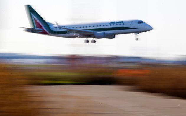 An Alitalia passenger aircraft prepares to land at Fiumicino International airport in Rome, Italy January 13, 2018. REUTERS/Max Rossi (Photo: Max Rossi via Reuters)
