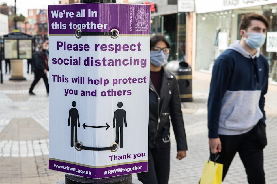 Shoppers wear face coverings to help prevent the spread of the coronavirus on 26 September 2020 in Windsor, United Kingdom. The Royal Borough of Windsor and Maidenhead is aware of a rise in local coronavirus infections, has a COVID-19 outbreak management plan in place to try to ensure that the numbers do not increase further and has requested access to more coronavirus testing sites with this in mind. (photo by Mark Kerrison/In Pictures via Getty Images)