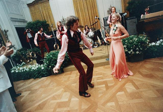 1975: Susan Ford and her date, William Pifer, dance during the 1975 Holton Arms School Senior Prom, held in the East Room of the White House. (Photo: Getty Images)