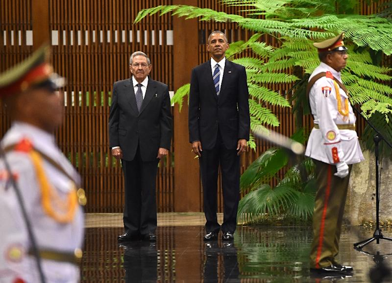 US President Barack Obama (2-L) stands next to Cuban President Raul Castro upon his arrival at the Revolution Palace in Havana on March 21, 2016 (AFP Photo/Nicholas Kamm)
