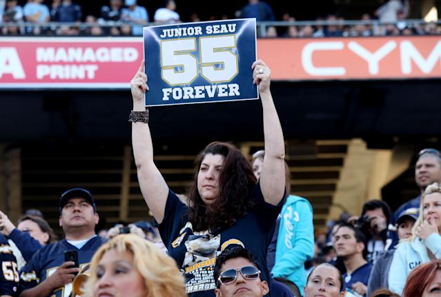 SAN DIEGO, CA - MAY 11: Friends, family members and supporters pay tribute to former NFL star Junior Seau during a public memorial at Qualcomm Stadium May 11, 2012 in San Diego, California. Seau, who played for various NFL teams including the San Diego Chargers, Miami Dolphins and New England Patriots, was found dead in his home on May 2, an apparent suicide. (Photo by Sandy Huffaker/Getty Images)