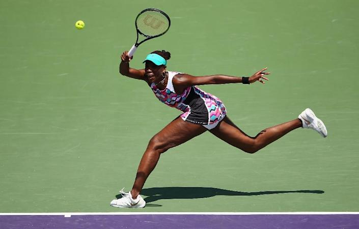 Venus Williams stretches to play a forehand against Caroline Wozniacki in their fourth round match during the Miami Open on March 30, 2015 in Key Biscayne, Florida (AFP Photo/Clive Brunskill)