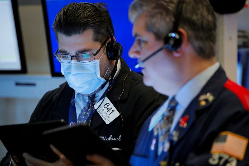 Stocks fall, closing out their worst quarter since 2008