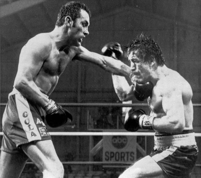 Minter connects with a left hook on Antuofermo in 1980AP