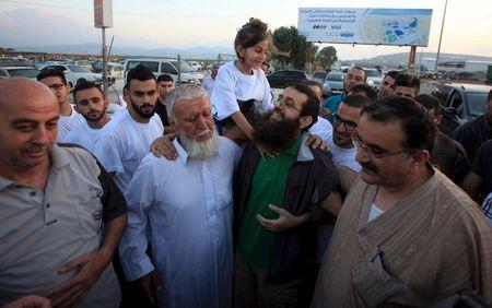 Islamic Jihad leader Khader Adnan is greeted by his daughter upon his release from an Israeli jail, in the West Bank village of Arabeh near Jenin July 12, 2015. REUTERS/Stringer
