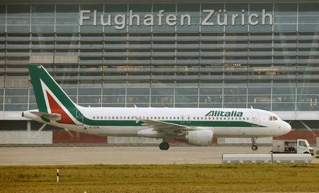 An Alitalia Airbus A320-216 aircraft is seen at Zurich Airport January 9, 2018.   REUTERS/Arnd Wiegmann