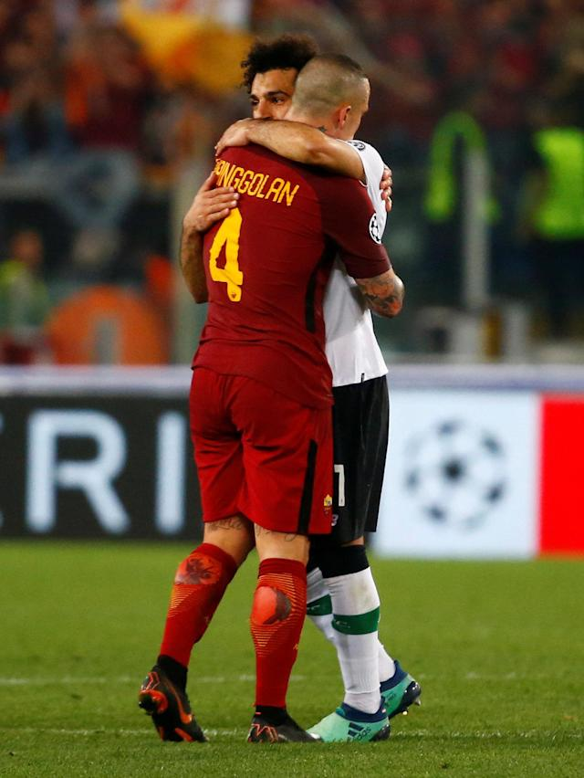 Soccer Football - Champions League Semi Final Second Leg - AS Roma v Liverpool - Stadio Olimpico, Rome, Italy - May 2, 2018 Roma's Radja Nainggolan with Liverpool's Mohamed Salah after the match REUTERS/Tony Gentile