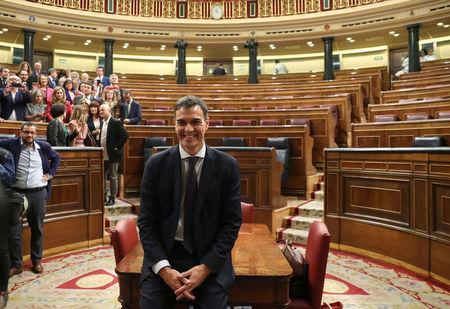 Spain's new Prime Minister and Socialist party (PSOE) leader Pedro Sanchez poses for photographers in the chamber after a motion of no confidence vote at parliament in Madrid, Spain, June 1, 2018. REUTERS/Sergio Perez