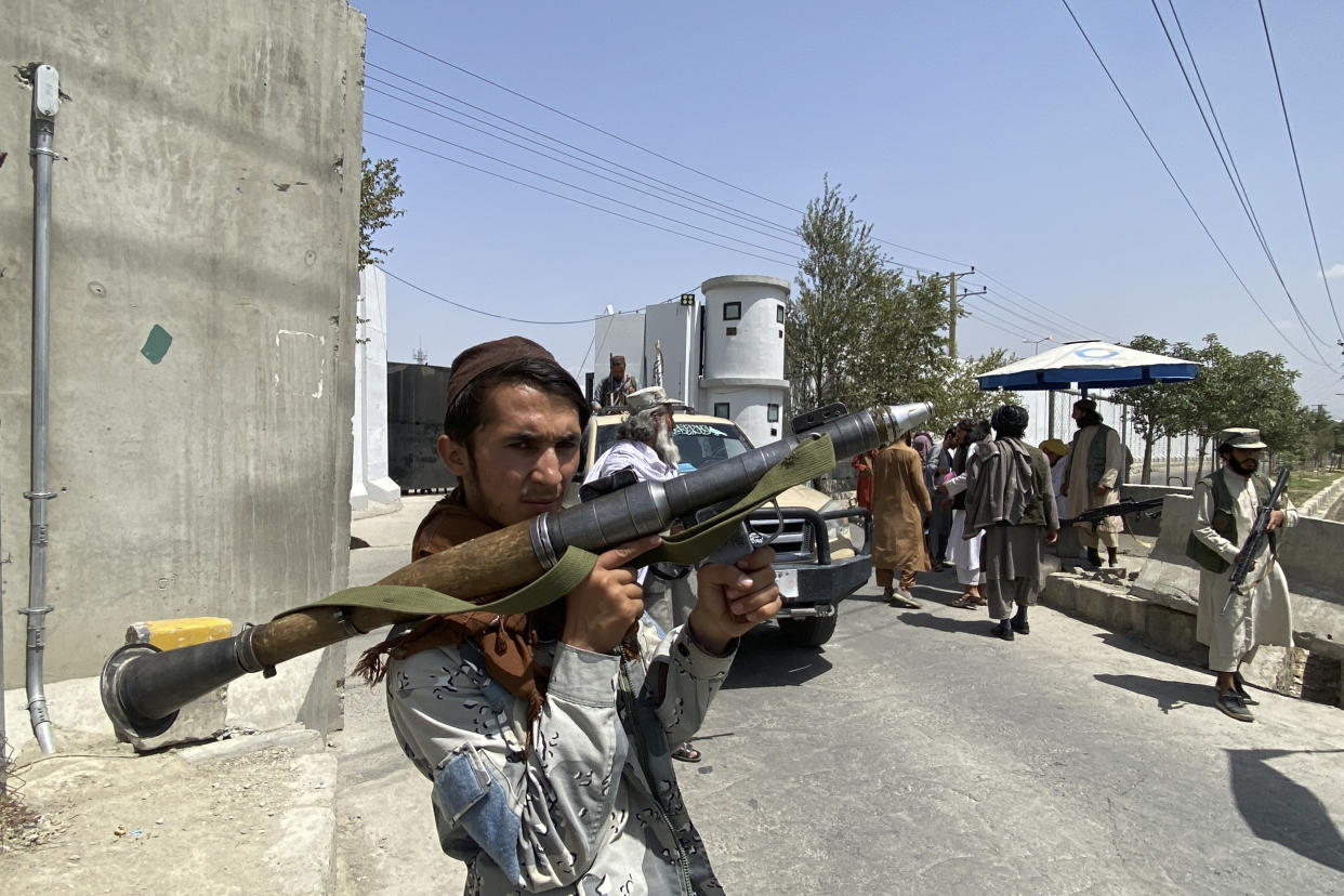 A Taliban fighter holds RPG rocket propelled as he stands guard with others at an entrance gate outside the Interior Ministry in Kabul on August 17, 2021. (Photo by Javed Tanveer / AFP) (Photo by JAVED TANVEER/AFP via Getty Images)