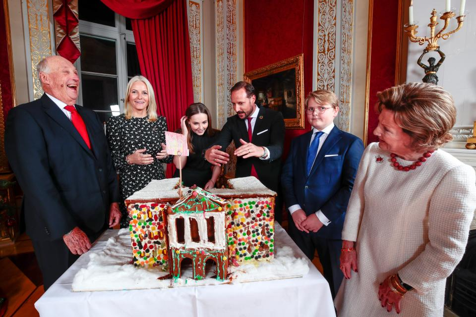 King Harald, Crown Princess Mette-Marit, Princess Ingrid Alexandra, Crown Prince Haakon, Prince Sverre Magnus and Queen Sonja admire the gingerbread house made by the children from the Fridheim kindergarden in Oslo, at the Royal Palace in Oslo on December 16, 2019. - The royal couple will celebrate Christmas at Kongseter together with Princess Martha, while the Crown Prince couple will spend Christmas in Uvdal. (Photo by Lise Åserud / NTB Scanpix / AFP) / Norway OUT (Photo by LISE ASERUD/NTB Scanpix/AFP via Getty Images)