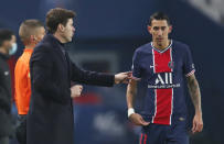 PSG's head coach Mauricio Pochettino speaks to PSG's Angel Di Maria during the French League One soccer match between Paris Saint-Germain and Brest at the Parc des Princes in Paris, Saturday, Jan. 9, 2021. (AP Photo/Francois Mori)