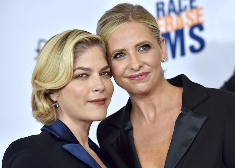 BEVERLY HILLS, CALIFORNIA - MAY 10: Selma Blair and Sarah Michelle Gellar attend the 26th Annual Race to Erase MS Gala at The Beverly Hilton Hotel on May 10, 2019 in Beverly Hills, California. (Photo by Axelle/Bauer-Griffin/FilmMagic)