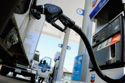 Oil prices drop on fresh eurozone strains