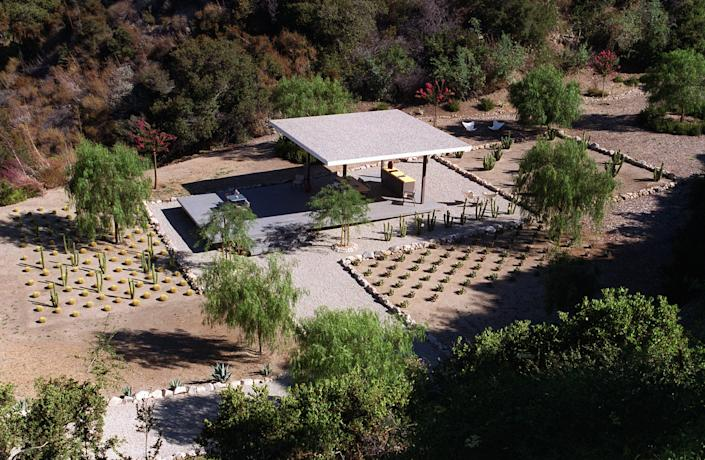 """<h1 class=""""title"""">Artists Lari Pittman and Roy Dowell's vintage home in La Canada/Flintridge. Pic. shows the Modernist</h1><cite class=""""credit"""">Photo: Lawrence K. Ho/Los Angeles Times via Getty Images</cite>"""