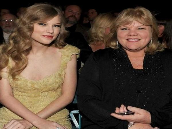 Taylor Swift and mom Andrea Swift (Image courtesy: Instagram)