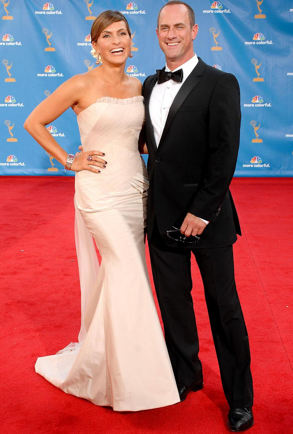 <p>Benson and Stabler reunited on the red carpet! Just kidding, it's Mariska Hargitay and Christopher Meloni.</p>