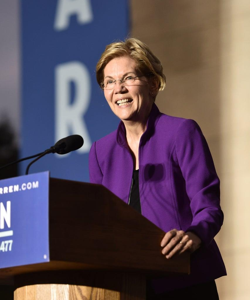 NEW YORK, NEW YORK – SEPTEMBER 16: 2020 Democratic presidential candidate Sen. Elizabeth Warren (D-MA) speaks during a rally in Washington Square Park on September 16, 2019 in New York City. Warren unveiled a sweeping anti-corruption plan earlier on Monday. (Photo by Bauzen/GC Images)