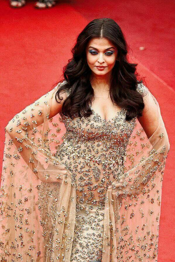 <p>Long before Aishwarya Rai had the surname 'Bachchan' suffixed to her eminent name, her gorgeous green eyes were promised to the cause of bringing sight to a pair of bereft eyes so someone could behold this beautiful world again. In fact donating eyes were one of the very first things she did right after winning the title of Miss World in 1994. Must say, destiny deliberately picked the Bachchan household for her. </p>