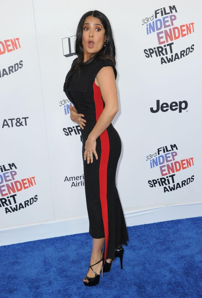<p>The ageless beauty's gown had a racing stripe of red running down the side. (Photo: Getty Images) </p>