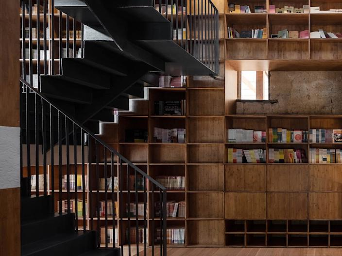 9   the detail of stairs and bookshelves