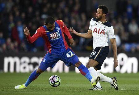 Britain Soccer Football - Crystal Palace v Tottenham Hotspur - Premier League - Selhurst Park - 26/4/17 Crystal Palace's Jason Puncheon in action with Tottenham's Mousa Dembele Reuters / Dylan Martinez Livepic
