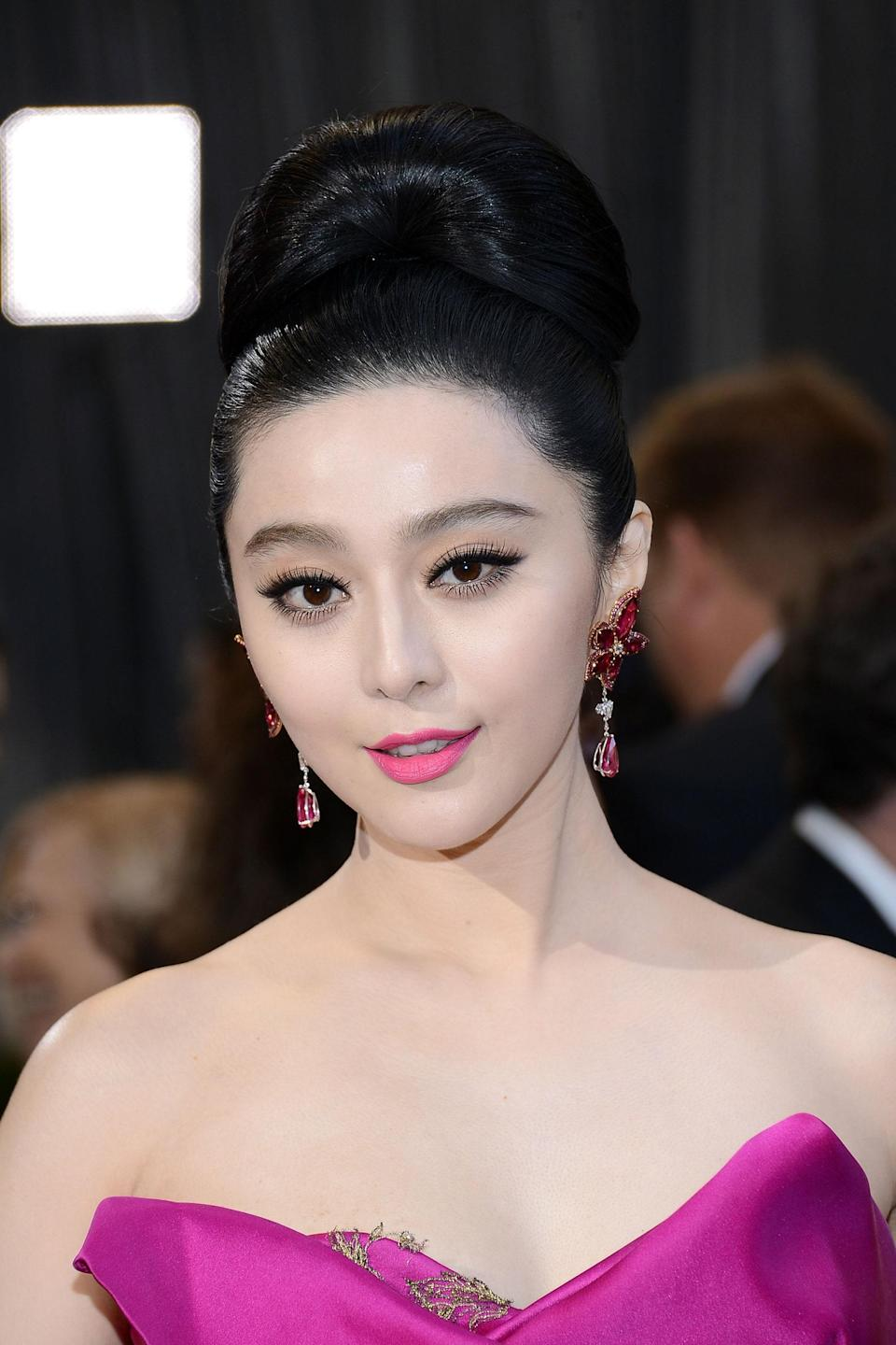 Pink is a power color, but how do you bring it to the red carpet? According to Chinese superstar Fan Bingbing, by wearing monochromatic magenta from head to toe in a bold Marchesa gown accented by chandelier earrings by Chopard. The unique shade required rubellite, a rare variant of tourmaline. The gems were cut into pear-shaped stones and set in rose gold to create these extraordinary earrings.