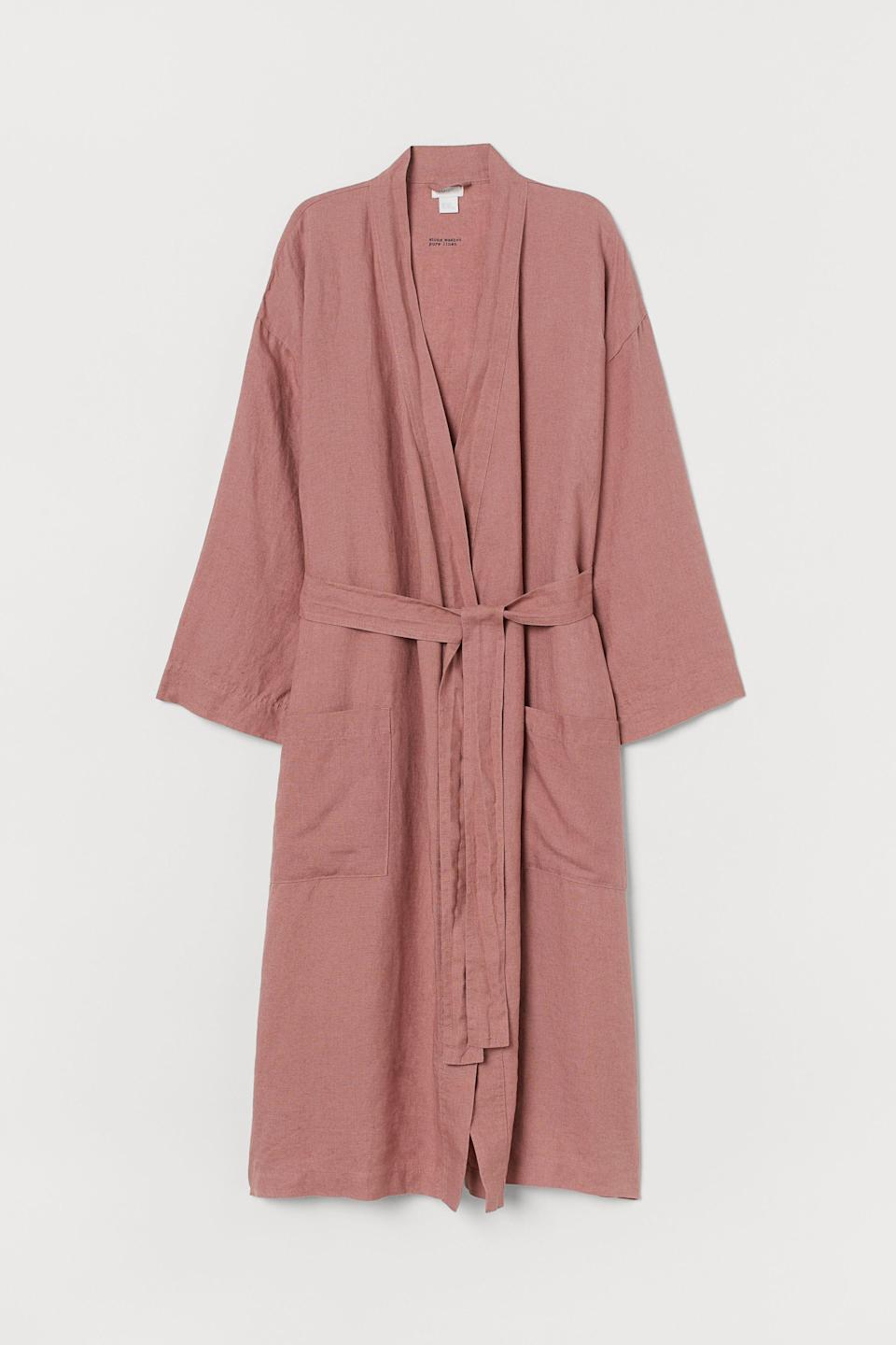 """<h3><a href=""""https://www2.hm.com/en_us/productpage.0107727054.html"""" rel=""""nofollow noopener"""" target=""""_blank"""" data-ylk=""""slk:H&M Home Washed Linen Bathrobe"""" class=""""link rapid-noclick-resp"""">H&M Home Washed Linen Bathrobe</a></h3><br>The dusty rose washed-linen robe of your mom's dreams does exist IRL — and you can snag it on H&M Home for under $50. <br><br><strong>H&M Home</strong> Washed Linen Bathrobe, $, available at <a href=""""https://go.skimresources.com/?id=30283X879131&url=https%3A%2F%2Fwww2.hm.com%2Fen_us%2Fproductpage.0107727054.html"""" rel=""""nofollow noopener"""" target=""""_blank"""" data-ylk=""""slk:H&M Home"""" class=""""link rapid-noclick-resp"""">H&M Home</a>"""