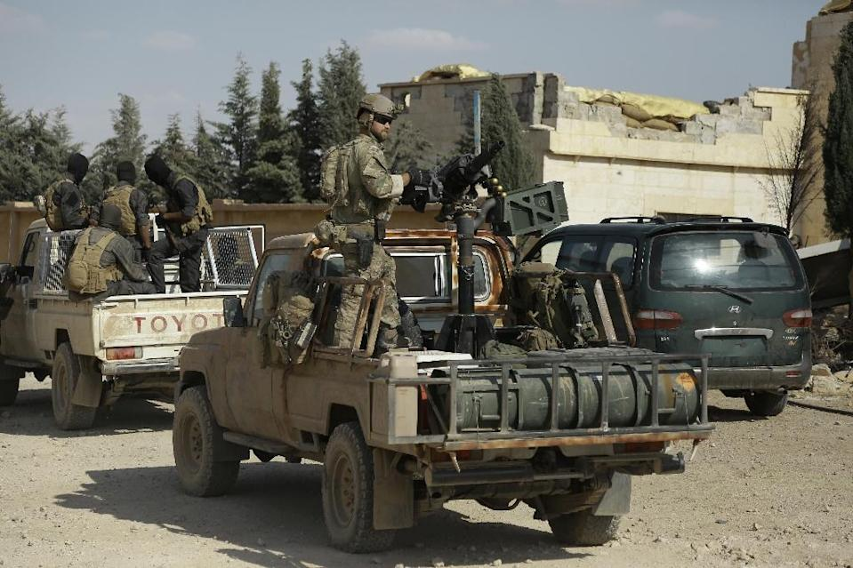 Syrian Democratic forces and an armed man in uniform identified by them as US special operations forces (R) are seen in the village of Fatisah in the northern Syrian province of Raqa on May 25, 2016 (AFP Photo/Delil Souleiman)